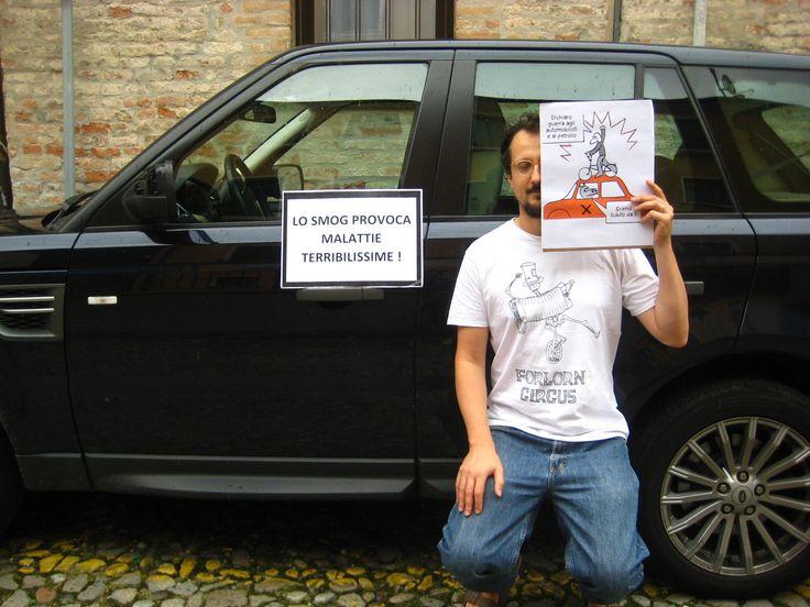 Alessandro Lise in versione critical mass antismog.  #SALUTIEBICI http://bit.ly/saluti-e-bici