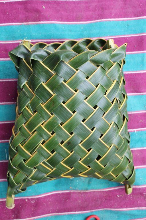 how to make palm leaf baskets