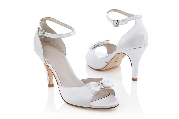 #Jakii Vanessa [White ankle straps sandals with bow details]