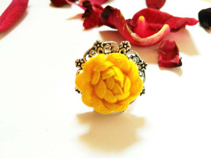 Anillo ajustable amarillo con forma de flor, anillos de boda, anillo vintage, anillo compromiso, anillo elegante, complemento boda de Tejemanejesypunto en Etsy