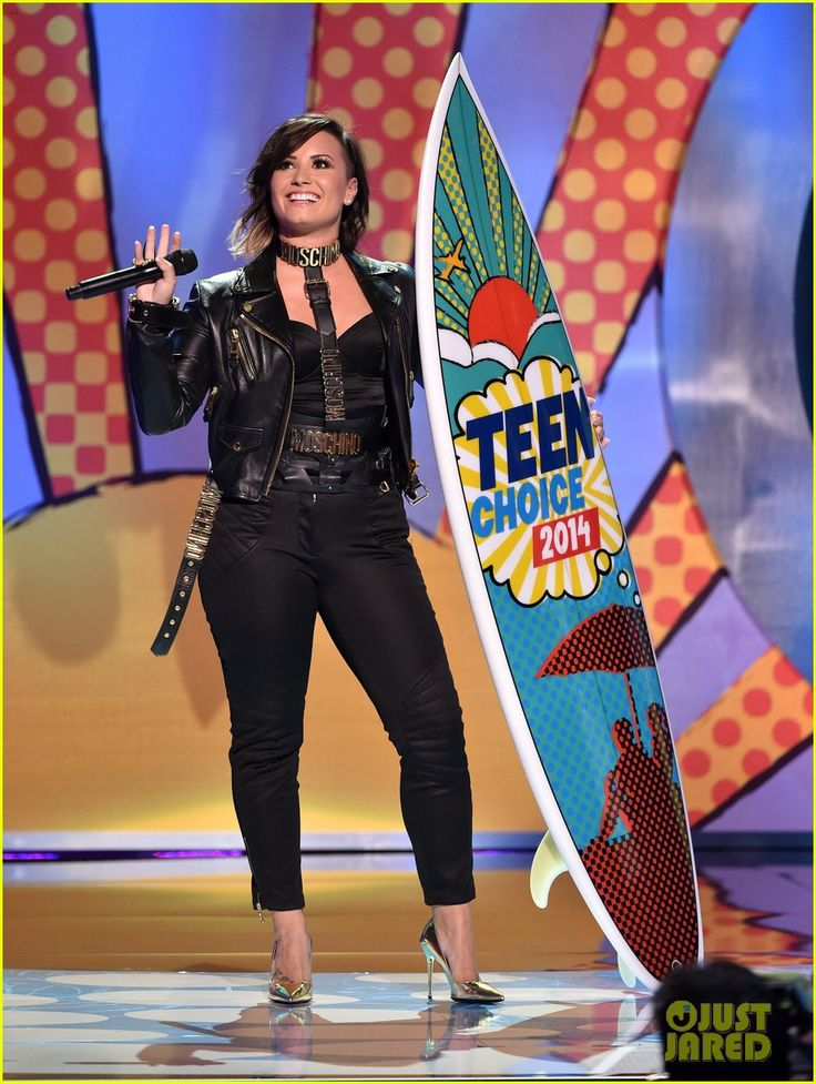 Demi Lovato Performs & Wins at Teen Choice Awards 2014! (Video) | demi lovato teen choice awards 2014 01 - Photo