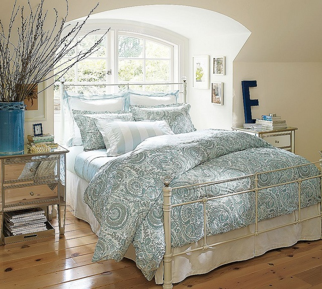 Charming Vintage Bedroom Design Ideas With White Wrought Iron Bed Design In Vintage  Bedroom Idea With Hardwood Flooring And Mirrored Cabinets