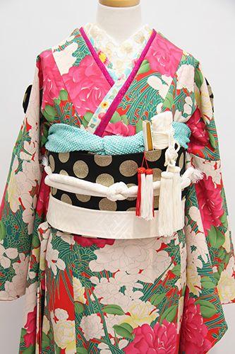 このところ人気急上昇なのがかわいめカラーの引き振袖、その中でも人気の1着をご紹介します。鮮やかな色使いがなんとも幸せな気持ちに・・・・咲き誇るバラの図柄に...