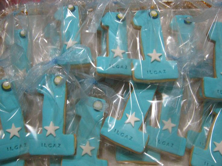 1 yaş doğum günü kurabiyeleri ise hem yaparken zevk verir, hem de görüntüsüyle herkesi mutlu eder. Doğum günü partisini nerede yaparsanız yapın..