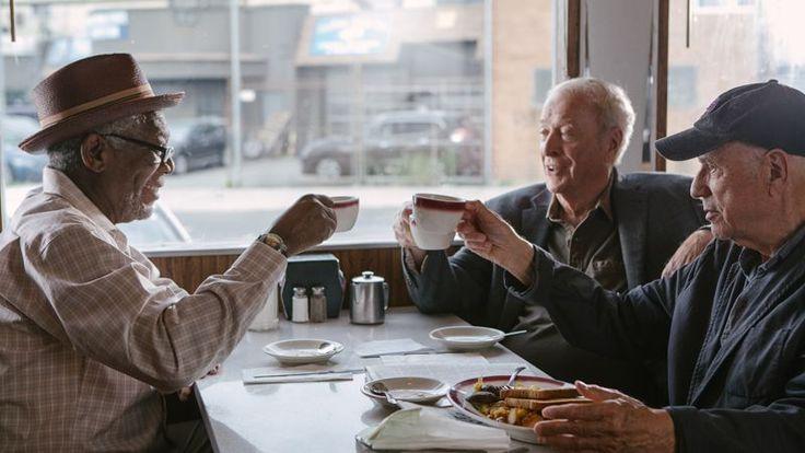 Willie, Joe şi Al rămân fără pensii într-o zi şi nu au de gând să se resemneze. Resemnarea nu este o soluţie pentru trio-ul de pensionari, cu atât mai mult cu cât întreaga tărăşenie este în legătură şi cu banca ai cărei clienţi sunt. Willie (Morgan Freeman), Joe (Michael Caine)şi Al(Alan Arkin) pun în aplicare …