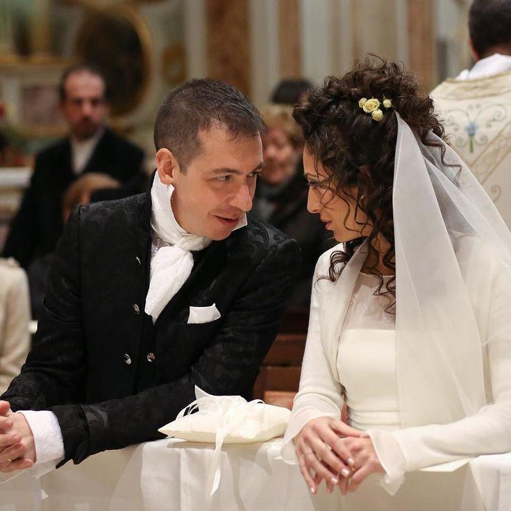 """Qui è quando ti chiedo: """"Amore ma secondo te adesso possiamo scambiarci il primo bacio da marito e moglie?""""  Buon terzo Anniversario di Matrimonio Amore @luca.oberti!!!  #wedding #anniversario #21dicembre #mylove #lucaoberti #natasciapane"""