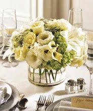Centros de mesa modernos con flores blancas
