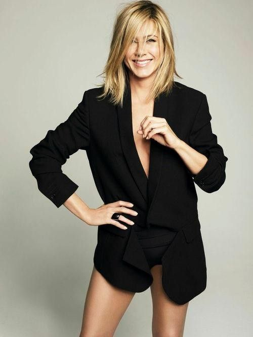 """Jennifer Aniston looking amazing. Think there will be another """"Rachel"""" in the making. My next hair cut."""