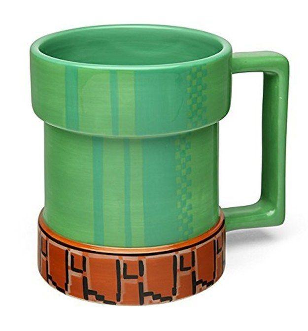 Una (o varias) tazas en forma de tubería, para los amantes de Nintendo.   21 Objetos que todo amante de los videojuegos necesita en su casa