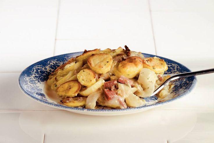 Kijk wat een lekker recept op de test-site van Allerhande! Witlofovenschotel met gehakt en salami