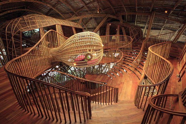 24H-architectureがタイでデザインした竹の学校その1。インテリアが秀逸。凄い。楽しい。