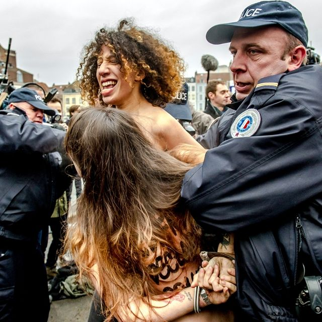 Le #Femen contro Strauss-Kahn davanti al tribunale di #Lille