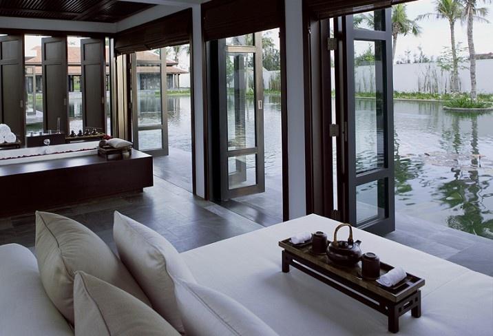 Verblijf in een villa met privé zwembad en een tropische tuin. Het trendy villaresort is bekroond met vele prijzen.  http://www.333travel.nl/hotel/vietnam/333trendy-the-nam-hai/informatie?productcode=H5611