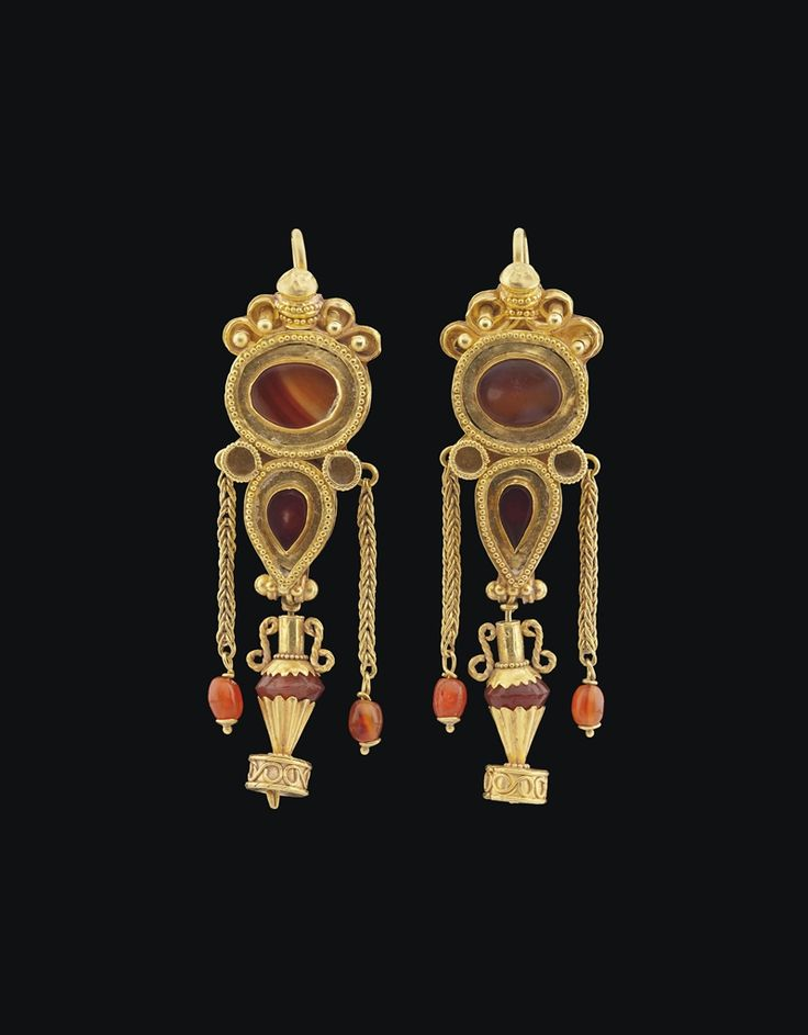 GREEK GOLD AND AGATE EARRINGS HELLENISTIC PERIOD, CIRCA 1ST CENTURY B.C.