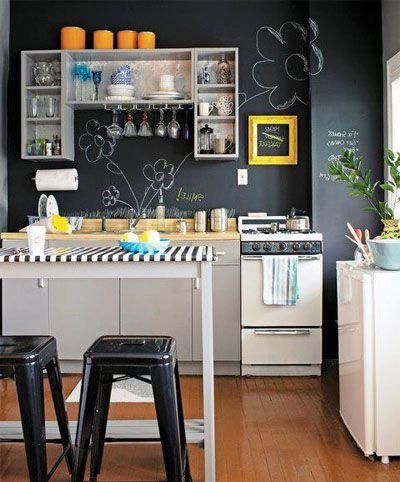 cocina blanca y negra, una decoración muy sencilla y original
