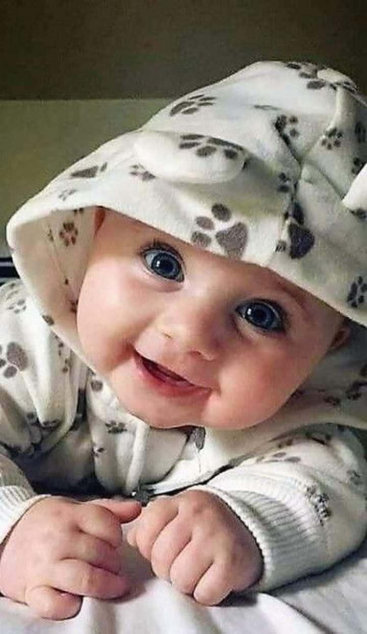 كم أحب النظر في عيون الأطفال كلما نظرت في عيني طفل أحسست بمزيج من البهجة والإشفاق الإشفاق من أجل البراءة الت Cute Little Baby Cute Baby Pictures Cute Babies