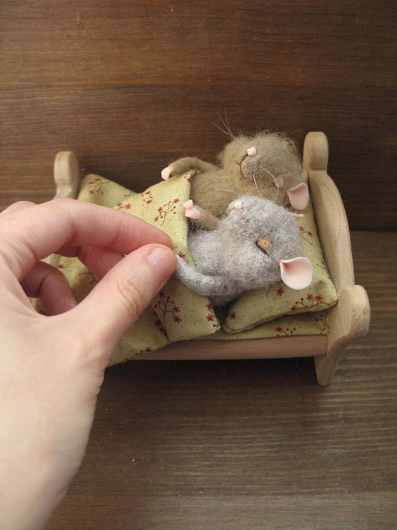 MADE TO ORDER Small felt mice are made of wool. The paws and ears are made of polymer clay. Bed wooden, handmade. Bed linen is made of cotton. Size of mice about 4 inches Collectible toy. It is not a toy for children. Please note before ordering: I do not use blanks and templates!