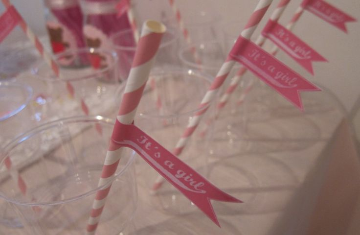 Vimplar till baby shower. Free printables for paper straws.