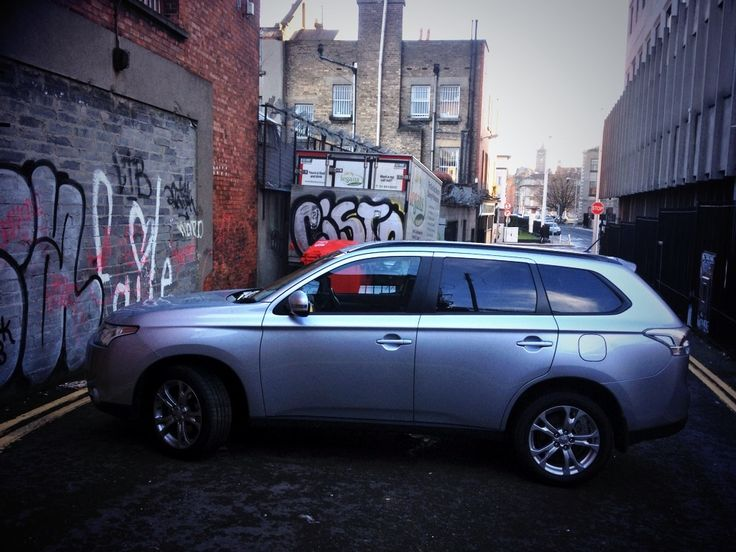 Mitsubishi Outlander review | Ireland's New Car Buying Guide | CBG.ie