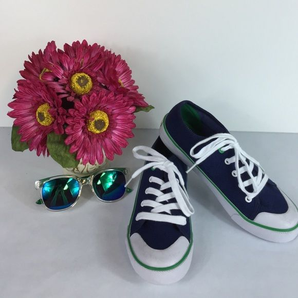 NWT Tommy Hilfiger Sneakers (Youth Sz4) Tommy Hilfiger sneakers that are are new without tags's and in a size 4. Super cute sneakers!☺️❤️❤️❤️ Tommy Hilfiger Shoes Sneakers