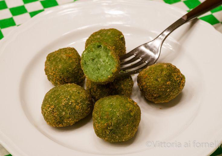 Nettle balls, an easy and delicious recipe - Polpette con ortica e patate - Vittoria ai fornelli
