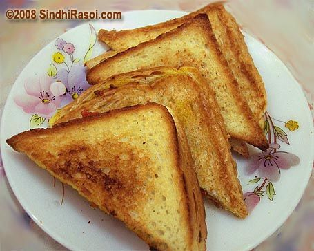 Tomato Toaster  Author: Alka Recipe type: Bread recipes Serves: 2 Prep time: 10 mins Cook time: 15 mins Total time: 25 mins Print  A quick and easy bread toaster recipe, with tomatoes and onion Ingredients Tomato 1 Onion 1 Green chillies 1 Coriander leaves Salt Turmeric powder ¼ tsp Red chilli powder as …
