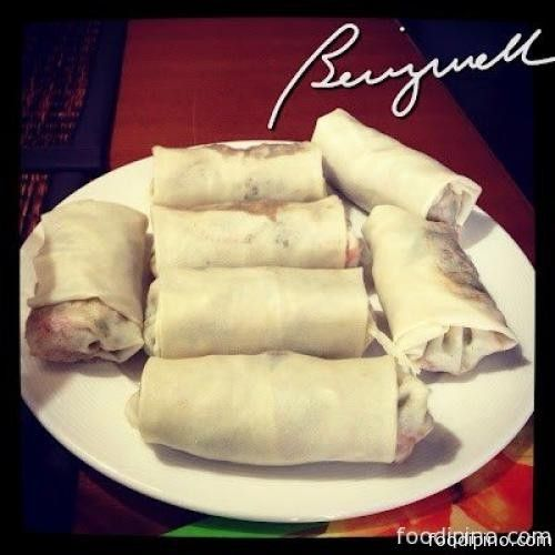 Lumpiang Togue is probably one of the most quickest and easiest bean sprout dish to cook. There are lot of ways to cook lumpiang togue. Some pre-cook the fillings before putting them in the wrapper. Some are using tofu as an added filling. For this recipe, we will be using pork (instead of tofu) a