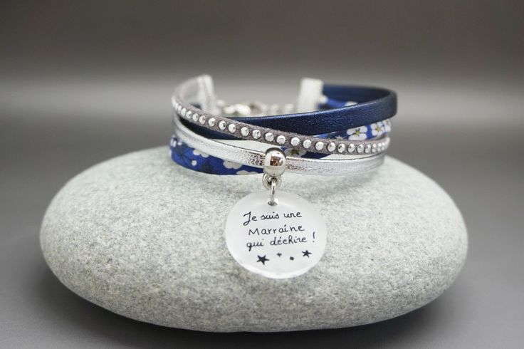 """bracelet cuir et liberty cabochon """"Je suis une marraine qui déchire"""" bleu argenté strass : Bracelet par dans-mon-atelier"""