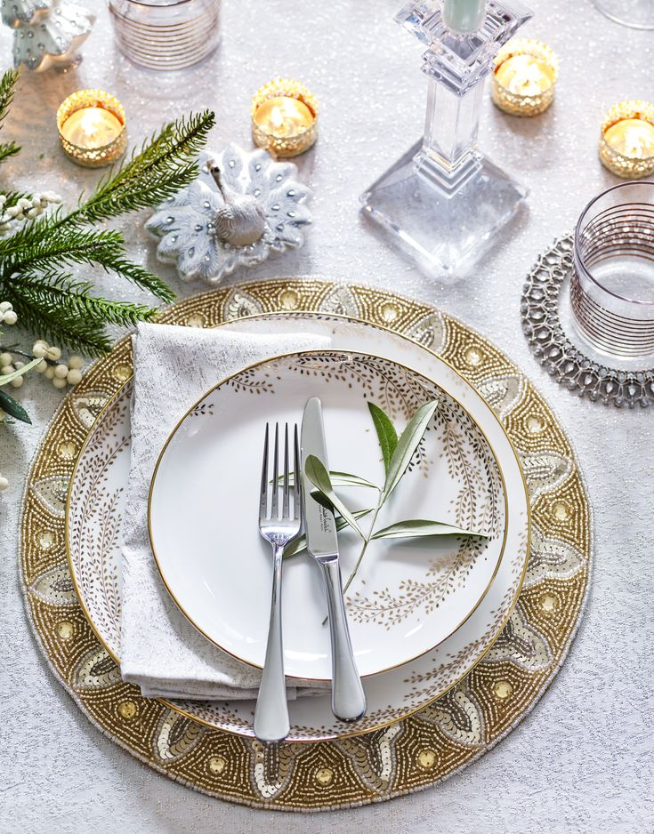 Add opulent glamour to your Christmas table with Winter Palace. For dinnerware worth keeping on display, our contemporary Willow plates are simple yet elegant, and continue the theme effortlessly throughout every course.