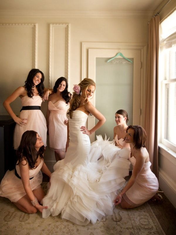 love the dress for the bride and bridesmaids