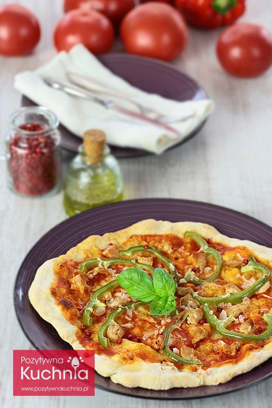 #Pizza z kurczakiem i papryką - #przepis  http://pozytywnakuchnia.pl/pizza-z-kurczakiem-i-papryka/  #kuchnia