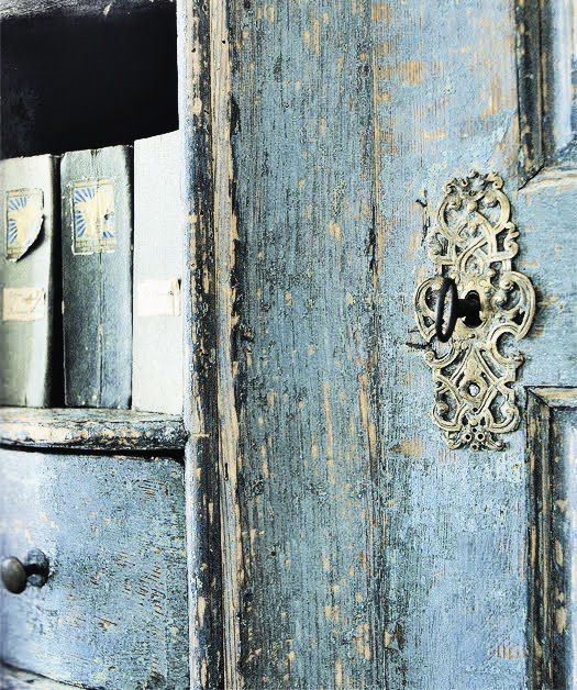 funny how a photograph of an old door and key hole can be so lovelyDistressed Wood, The Doors, Secret Gardens, Blue Doors, Keys, Shabby Chic, Locks, Old Doors, Vintage Doors