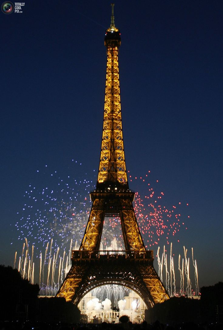 31. The Eiffel Tower is illuminated during the traditional Bastille Day fireworks display in Paris July 14, 2007. REUTERS/Jean-Paul Pelissier