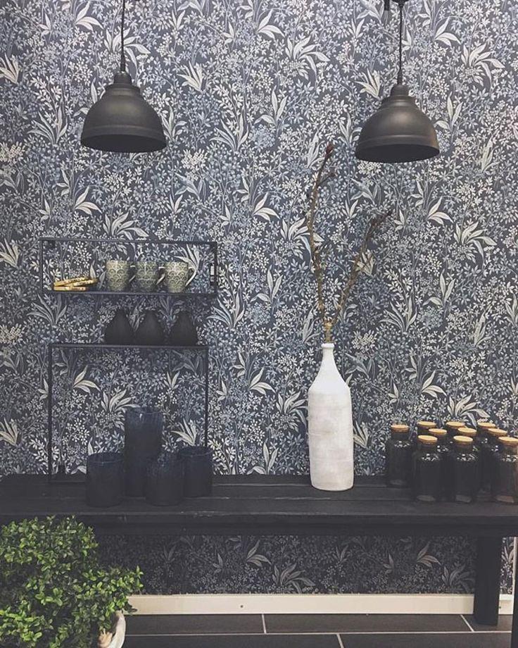 "277 gilla-markeringar, 2 kommentarer - Måleributiken i Alvik (@maleributikenialvik) på Instagram: ""GodkvällBjuder på lite fredagsinspiration. Tapeten #nocturne från @borastapeter Kollektionen…"""