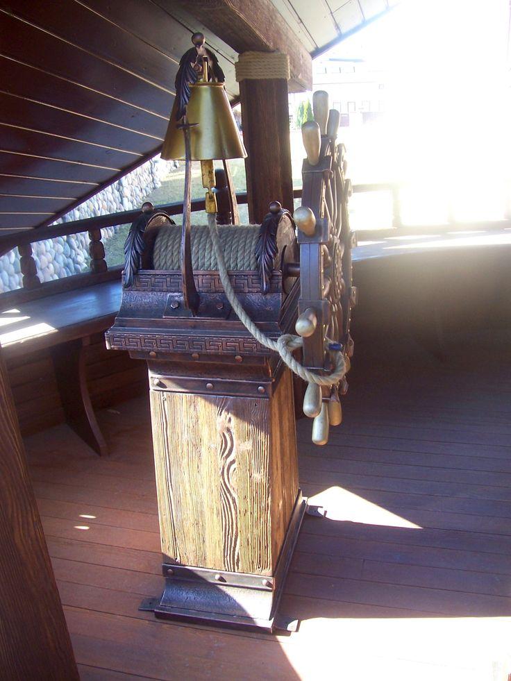 Капитанский мостик с колоколом-рындой: сварка, ковка, брашированная древесина, патина