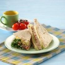 SANDWICH TUNA & KEJU http://www.sajiansedap.com/mobile/detail/458/sandwich-tuna-keju