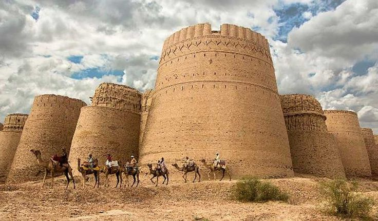 View of Derawar Fort. Photo source: (CC BY-SA 4.0) Derawar Fort is a stronghold located in what is today Bahawalpur, in the Pakistani province of Punjab. The fort traces its history back to the 9th century AD, though it may be added that it only gained its present look several centuries later, during the 18th century.