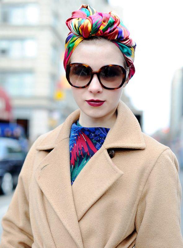 O turbante dá uma vida a mais na roupa, alegra o look e acrescenta um certo charme à produção.