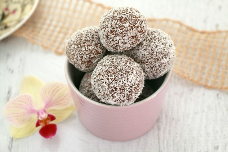 These Thermomix Easy Chocolate Coconut Balls are perfect little lunchbox fillers.