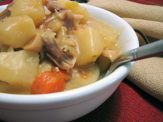 YUM. Leftover turkey stew recipe. It's late; I should be sleeping, but all these fantastic-looking recipes are making me hungry!