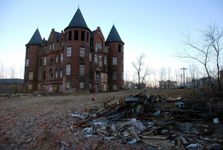 [Photos by Nathan Kensinger] The 122-year-old Frost Memorial Tower sits atop a hill on Staten Island and sends the most accurate and depressing message a hospital could send about the human...