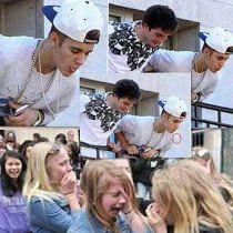 Justin Bieber cospe nas suas fãs e elas adoram