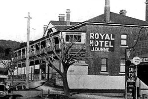 Royal-Hotel-Ferntree-Gully-Melbourne-1.jpg (300×200)