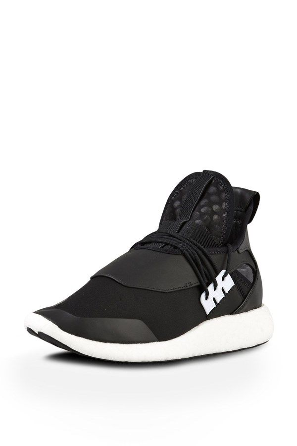 Y-3 ELLE RUN  available at www.zambesistore.com