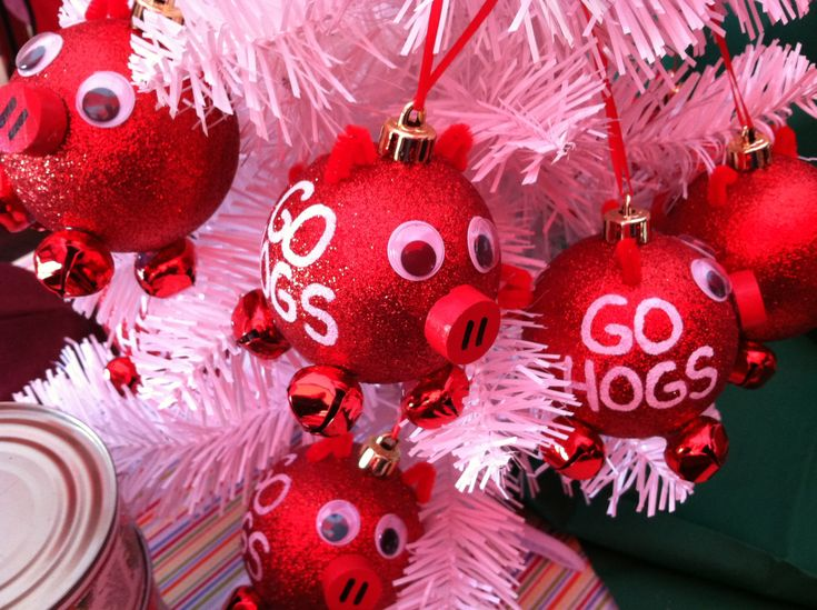 Razorbacks Christmas Ornament! I have made these before, they are simple and a great gift for that ultimate Razorback Fan!!!