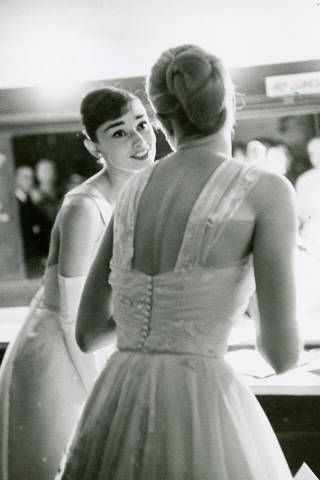 Best Actress Winners in Their Gowns - Oscars Fashion Through the Years - ELLE: Allan Grant, Style, Oscars, Audrey Hepburn, Grace Kelly, Audreyhepburn, Kelly Backstage, Academy Awards, Photo