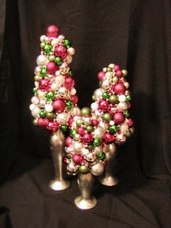 Christmas table decoration: Christmas Table Decorations, Idea, Christmas Centerpieces, Ornaments Trees, Christmas Decor, Christmas Balls, Ball Trees, Christmas Tables Decor, Diy Christmas