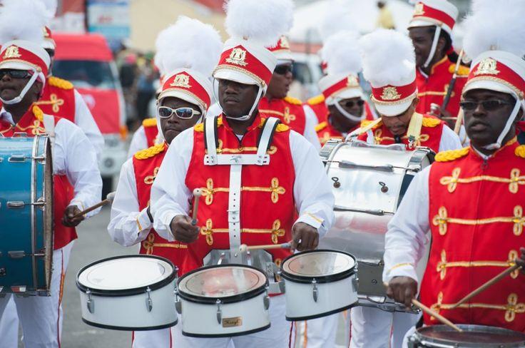 Île paradisiaque des Caraïbes: les immanquables de Saint-Martin (Detour Local) -> Le Carnaval de Saint-Martin à Philispburg www.detourlocal.com/saint-martin-caraibes-top-5-sxm/