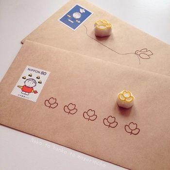 切手にあわせたシンプルなモチーフを並べてみるだけでもこの可愛さ。宛名を書くスペースにもこだわります。
