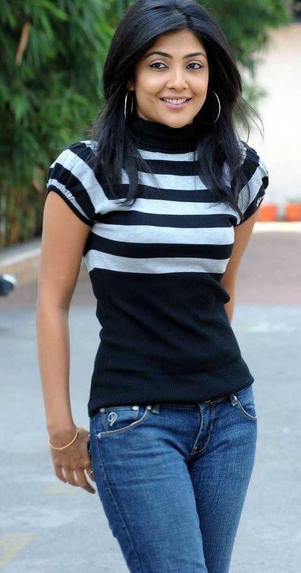 Kamalinee Mukherjee Height Weight Bra Size Body Measurements  CelebWikis